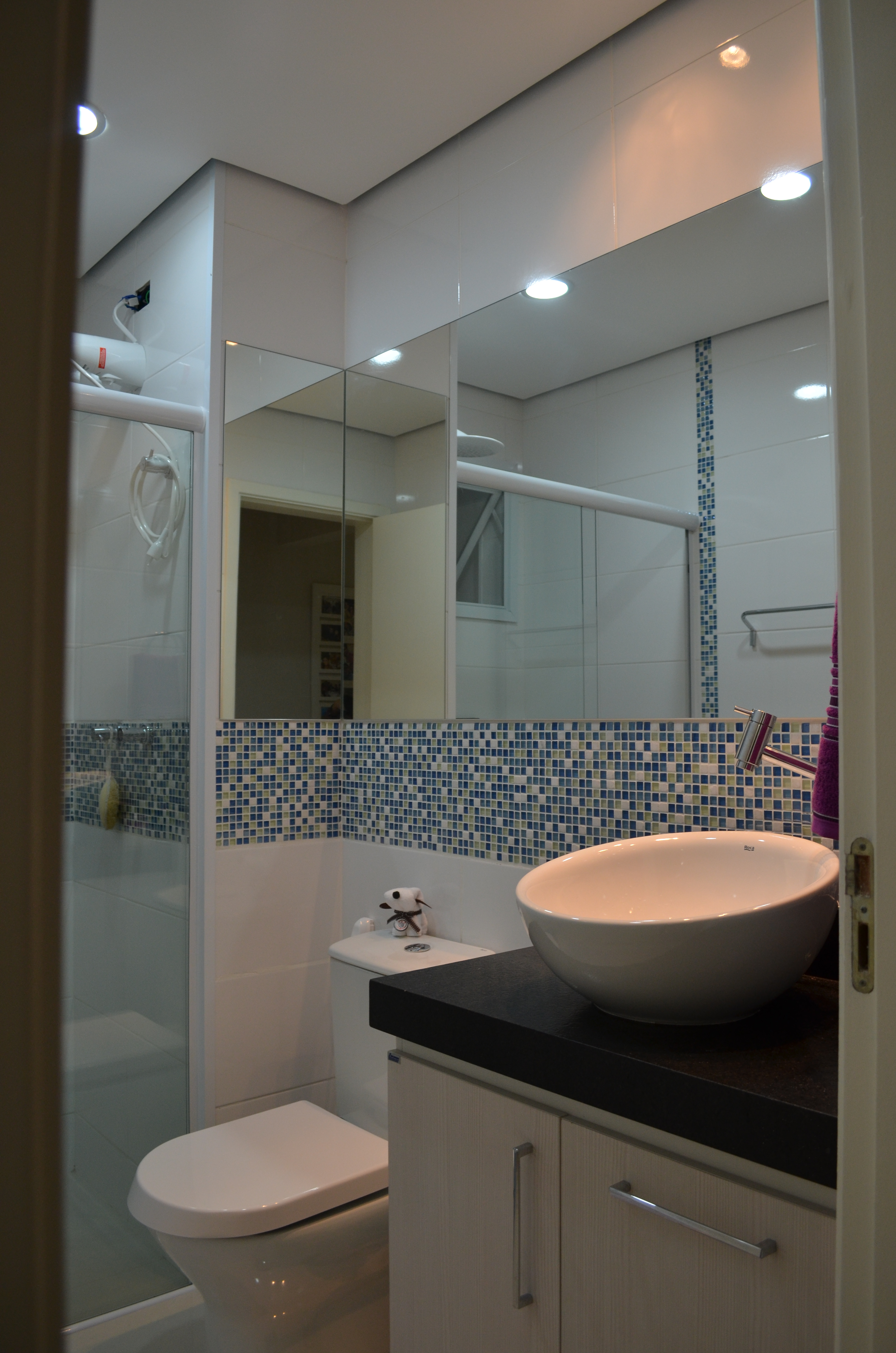 Projeto de interiores – reforma do banheiro apartamento em Mogi das #865E45 3264 4928